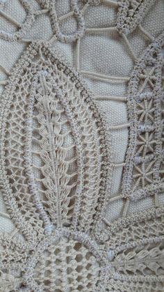This Pin was discovered by MAR Filet Crochet, Freeform Crochet, Crochet Lace, Crochet Doilies, Crochet Doily Patterns, Lace Patterns, Embroidery Patterns, Hardanger Embroidery, Paper Embroidery