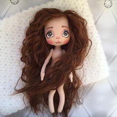А у меня тут новенькая карамелька намечается лежит голышка, ждёт наряд свой скоро покажемся . Девочка пока СВОБОДНА!!! #слюбовью #детям #красиво #хендмейд #ручнаяработа #кукла #куклы #куклатекстильная #куклыручнойработы #кукланапродажу #кукласвоимируками