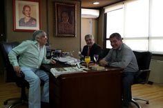 """Das Neves: """"Cobrando un impuesto al trabajo no se hace justicia social"""" http://www.ambitosur.com.ar/das-neves-cobrando-un-impuesto-al-trabajo-no-se-hace-justicia-social/ El diputado nacional Mario Das Neves visitó, en el sindicato de Trabajadores Camioneros de Buenos Aires, al secretario general de la CGT y de la Federación Nacional de Trabajadores Camioneros, Hugo Moyano, quien estuvo acompañado por el titular de la filial chubutense del gremio, Jorge Taboada.     El"""