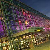 Centre des congrès de Québec - notre hall principal illuminé // Québec City Convention Centre - our main hall at night