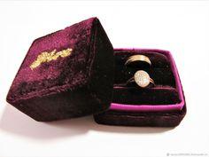 Свадебные аксессуары ручной работы. Заказать Бархатная коробочка для колец. Magic Hands (Волшебные Ручки). Ярмарка Мастеров. Кольцо Dimond Ring, Wedding Day, Wedding Rings, Velvet Color, Vintage Box, Jewellery Storage, Gold Glitter, Gold Rings, Burgundy Wedding