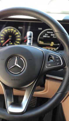 Mercedes Benz Cars, Audi Cars, Foto Snap, Automotive Upholstery, Automotive Furniture, Mercedes Benz Wallpaper, Black Porsche, Car Pictures, Photos