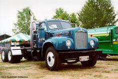 http://www.hankstruckpictures.com/pix/trucks/pnwtm/2000/mike_duddy_50_mack_b61_2.jpg