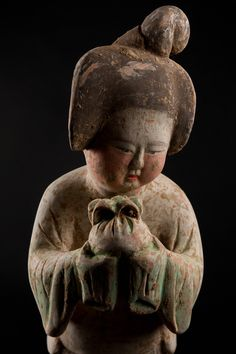 Beautifully sensitive portrayal of a lady holding a gift  KOREAN Porcelain , Art , Jade , Glass,  Wood and Antiques : More At FOSTERGINGER @ Pinterest