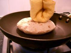 Receita de Pão Chapati (चपाती रोटी)       muuito bom!      Esse pãozinho indiano genérico vai muito bem acompanhando pratos com curry, co...