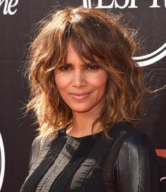 Ideas For Haircut Styles For Long Hair Layers Face Shapes Shoulder Length - Schulterlange Haare Ideen Shoulder Length Layered Hair, Mid Length Hair, Long Layered Hair, Medium Hair Cuts, Short Hair Cuts For Women, Medium Hair Styles, Curly Hair Styles, Medium Curly, Updo Styles