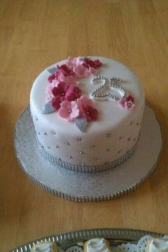 Fondant Cake Designs, Fondant Cakes, Cupcake Cakes, Elegant Birthday Cakes, 80 Birthday Cake, Pretty Cakes, Cute Cakes, Fancy Cakes, Mini Cakes