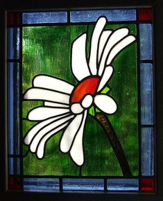A spring fresh daisy will always bring a smile to your face. #stainedglass #window #custommade