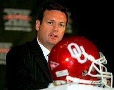 Bob Stoops Boomer Sooner! Ou Football, College Football, Football Helmets, University Of Oklahoma, Oklahoma Sooners, Bob Stoops, Akron Zips, Boomer Sooner, College Fun