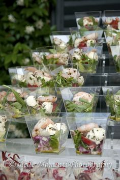 Nice salad presentation-I love the square cups! Salad in square cups instead of plates! 15 beautiful salad serving ideas on tables, parties, buffets! salad presentation in clear cups, up a stairway display Here at Rockwell Catering, we love doing corporat Snacks Für Party, Appetizers For Party, Appetizer Recipes, Salad Recipes, Salad Presentation, Fingerfood Party, Food Displays, Mini Foods, Appetisers