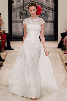 reem acra fall 2011 bridal - i'm not usually one for sleeves, but this is beautiful