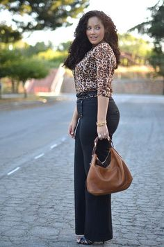 A short list of my plus size fashion tips on how to style your outfits to help you create a leaner body figure. Curves are hot, but you need to make sure. Curvy Girl Fashion, Work Fashion, Plus Size Fashion, Fashion Outfits, Womens Fashion, Fashion 2018, Fashion Boots, Fashion Tips, Look Plus Size