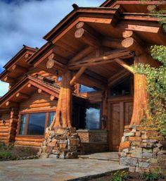 Оригинальное крыльцо-крепость для деревянного дома
