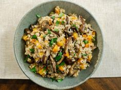 Food Network Recipes 324962929366077214 - Get Mushroom and Butternut Squash Risotto Recipe from Food Network Source by lisakpetersen Butternut Squash Risotto, Chicken And Butternut Squash, Filet Mignon Chorizo, Food Network Recipes, Cooking Recipes, Pasta Recipes, Vegetarian Recipes, How To Cook Squash, Stuffed Mushrooms