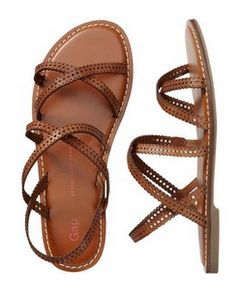 Gap has some beauties 🙂 Gorgeous brown strappy sandals! – Mary Johnson Gap has some beauties 🙂 Gorgeous brown strappy sandals! Gap has some beauties 🙂 Gorgeous brown strappy sandals! Sock Shoes, Cute Shoes, Me Too Shoes, Shoe Boots, Flat Sandals, Strap Sandals, Shoes Sandals, Leather Sandals, Flat Shoes