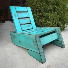 Design Ideas For Your Deck Plans Chaise Adirondack, Adirondack Chairs, Deck Chairs, Outdoor Chairs, Deck Furniture, Furniture Design, Antique Furniture, Modern Furniture, Wood Projects