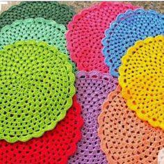 crocheteirasdluxo Sousplat de crochê  Encomende já o seu.  #crochetlove #crocheting #art #crocheted #agulha #crochetcushion #crochetaddict #artesanato #instacrochet #sousplat #jogoamericano #croche #crochet #cozinha  #jantar #noivado #crochetando #estilocasa #cafezinho #sousplatcroche  #sousplats #sousplatcrochet  #presente #crochelovers #lovecrochet #crocheterapia #crochetart #enxoval #mesaposta #mesapostacomamor