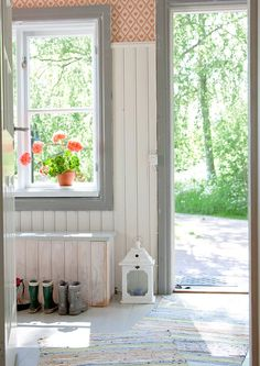 Paneling in kitchen - approx high Red Cottage, Cottage Farmhouse, Cottage Style, Swedish Interiors, Scandinavian Interior, Entry Hallway, Entrance Hall, Country Interior, Swedish House
