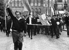 Historic Photos of Prague 1968 by Paul Goldsmith. Prague Cz, Visit Prague, Prague Spring, World Conflicts, Warsaw Pact, European History, Cold War, Eastern Europe, Photojournalism