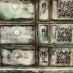Peindre un meuble en bois avec de la peinture à la craie | Colorantic Chalk Paint, Dresser, Antiques, Instagram, Painting, Armoire, Facebook, Home Decor, Glass Garden