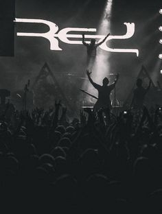 Release The Panic tour RED live 2013