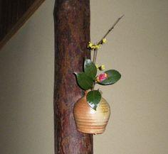 Flower: camellia(tsubaki),cornel(sanshuyu)  FlowerContainer:  ceramic(shigaragi vase)  2011.02.28
