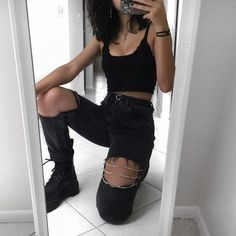back to all black for a sec 🙃🖤 tell me your current favorite song! Mine is nico and the niners by tøp of course 🤷🏻♀️ edgy outfits Style Grunge, Grunge Look, Edgy Style, All Black Style, Grunge Girl, Back To Black, Hipster Outfits, Mode Outfits, Fashion Outfits