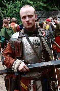 by Krigshjartan on DeviantArt Medieval Warhammer, Medieval Armor, Fantasy Armor, Fantasy Character Design, Fantasy Inspiration, 16th Century, Fantasy Characters, Larp Costumes, Cosplay