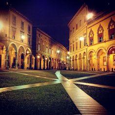Ogni notte mi innamoro un po' di più di te #piazzasantostefano #bologna - Instagram by _uptown_girl_90