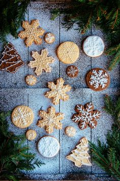Christmas Gingerbread and Sugar Cookies #flatlay #flatlays #flatlayapp   www.flat-lay.com