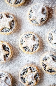 These are the easiest and probably the most economical Christmas Mince Pies you can make. The recipe makes about 16 mince pies. And what delightful little treats these are. Christmas Party Food, Xmas Food, Christmas Sweets, Christmas Cooking, Homemade Christmas, Christmas Christmas, Christmas Mince Pies, Holiday Pies, Easy Mince Pies