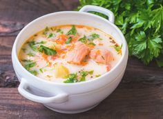 This chowder contains good fats, vegetables, wild-caught salmon and delightful spices that make it a gourmet dish that is quick and simple. You can leave out the carrots for an Advanced Plan version. Salmon Soup, Salmon Chowder, Chowder Recipes, Soup Recipes, Cooking Recipes, Salmon Bisque Recipe, Healthy Cooking, Healthy Recipes, Asian Recipes