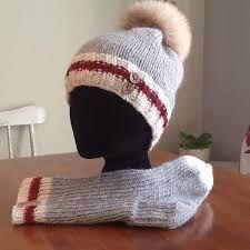 Résultats de recherche d'images pour « tricots style bas de laine » Loom Knit Hat, Loom Knitting, Knitting Socks, Knit Crochet, Crochet Hats, Knitting Videos, Knitting Projects, Crochet Projects, Wooly Hats