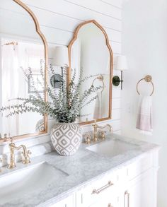 """Susanna.T on Instagram: """"How gorgeous is this bathroom 😍, love the neutral soothing colours and I especially love the shiplap and the accents of gold throughout.…"""""""