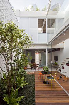 Exterior House Modern Design Patio 29 Ideas For 2019 Indoor Courtyard, Courtyard Design, House Exterior, Interior Garden, House Designs Exterior, Modern Tropical House, Exterior Decor, Narrow House Designs, Patio Interior