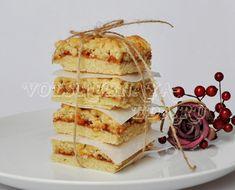 Тертый пирог готовится быстро, он вкусен и прост, однако, имеет один существенный недостаток - очень быстро съедается.