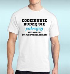 Szukasz niebanalnego a zarazem praktycznego prezentu dla swojego mężczyzny? Koszulka z ciekawym i spersonalizowanym nadrukiem idealnie nadaje się na prezent urodzinowy. Gwarantujemy wysoką jakość...