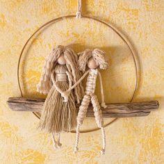 Macrame Design, Macrame Art, Macrame Projects, Macrame Knots, Free Macrame Patterns, Macrame Wall Hanging Patterns, Wooden Wall Design, Angel Crafts, Diy Crafts For Gifts