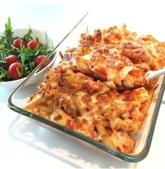 Kylling i form med tomatsaus og fullkornspasta — Hege Hushovd Good Food, Yummy Food, Recipe Boards, Macaroni And Cheese, Nom Nom, Food Porn, Food And Drink, Turkey, Lunch