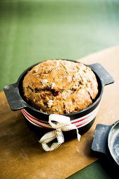 karpalo-saksanpähkinäleipä Xmas Food, Salmon Burgers, Bread Recipes, Sweet Treats, Rolls, Food And Drink, Baking, Breakfast, Ethnic Recipes