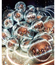 DIAMONDS & DISCO a theme for anything in which people dress up glam outfits. disco balls as decor & christmas lights everywhere. At The Disco, Disco Party, Disco Theme, Look Disco, The Wicked The Divine, Petra Collins, Friday Night Lights, Festa Party, Sofia Party