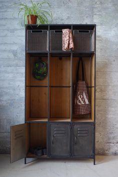 Industrial Locker Room Style Storage Unit - New Ideas Industrial Lockers, Industrial Bedroom Furniture, Metal Industrial, Industrial Interior Design, Industrial Interiors, Industrial House, Industrial Storage, Vintage Industrial Decor, Industrial Office
