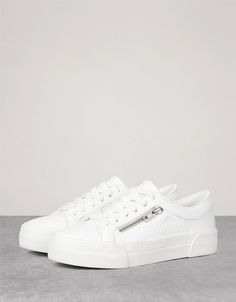 hot sale online 1a021 094a5 Lacoste Women s Straightset BL 2, White, 5.5 M US   Pinterest   Lacoste,  Awesome shoes and Fashion