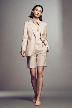 Kiton Spring 2019 Ready-to-Wear Fashion Show Collection: See the complete Kiton Spring 2019 Ready-to-Wear collection. Look 6 Blazer E Short, Blazer And Shorts, Fashion Line, Look Fashion, Fashion Outfits, Womens Fashion, Casual Chic, Short Outfits, Summer Outfits