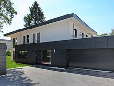 Can you really have both, and choose a Bauhaus style as a design for a wooden house? Industrial House, Modern Industrial, Stommel Haus, Unique Garage Doors, Bauhaus Style, Bauhaus Design, Wooden House, Home Design Plans, Architecture