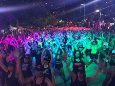 Más de 3 horas bailando en la #cintacostera @powerclubpanama #MaratonDeBaile más de 1300 personas  disfrutando el #Verano