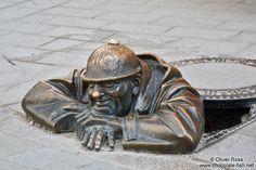 Bratislava, Slovakia street sculpture - Google-søgning