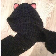 When we say this Make It Right Meow Hooded Scarf is purr-fect, we mean it. Just look at those adorable cat ears, and try not to smile. Learn how to crochet a hooded scarf with lots of charm. Crochet Vintage, Love Crochet, Crochet For Kids, Crochet Scarves, Crochet Clothes, Crochet Hooks, Cat Scarf, Hooded Scarf, Crochet Amigurumi