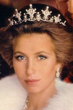 Festoon Diamond Tiara. Her Royal Highness Princess Ann.....William and Herry's aunt.  Prince Charles' sister.  WOW was she gorgeous.