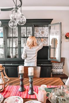 china cabinet Easy DIY China Cabinet Update Using Wallpaper. DIY Wallpaper Project To Give Your Cabinet New Life! Blue Furniture, Retro Furniture, Paint Furniture, Furniture Makeover, Furniture Design, Dresser Makeovers, Hutch Makeover, Furniture Online, Cheap Furniture